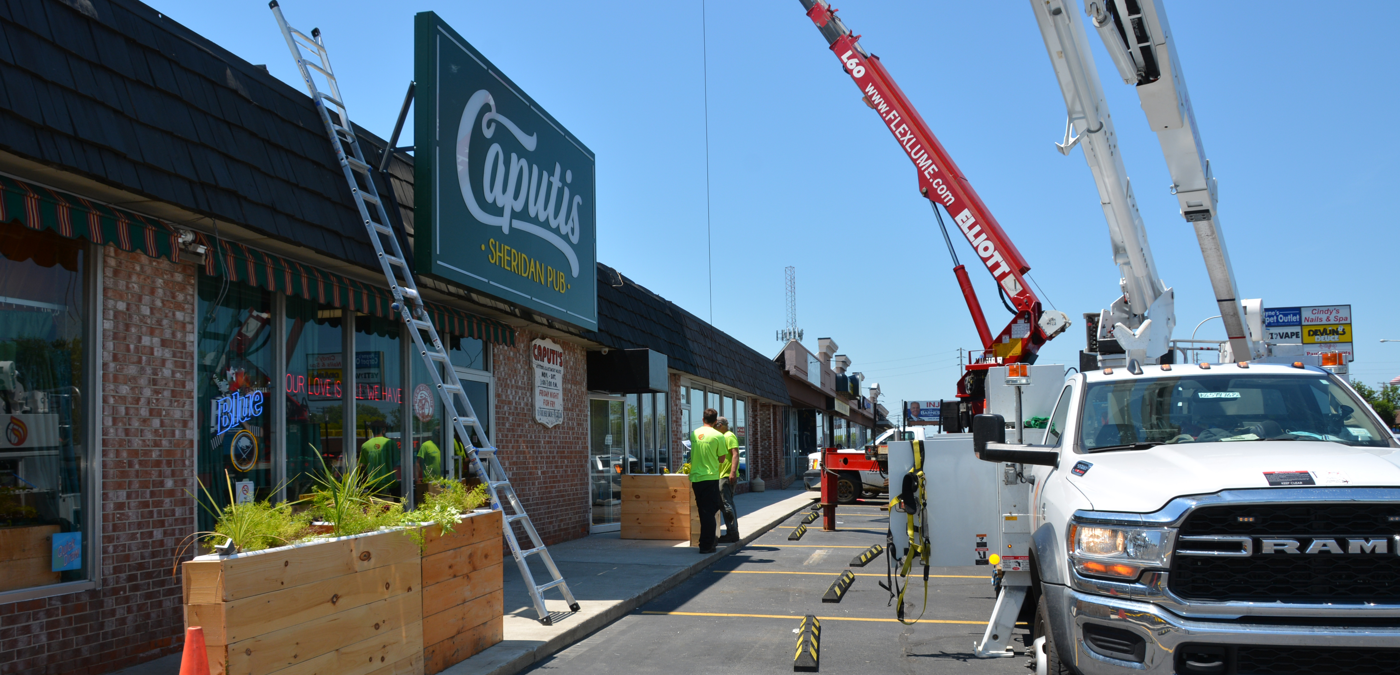 Caputis Sheridan Pub - Sign Installation Process